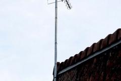 Installation-antenne-TV-sur-mat-eleve